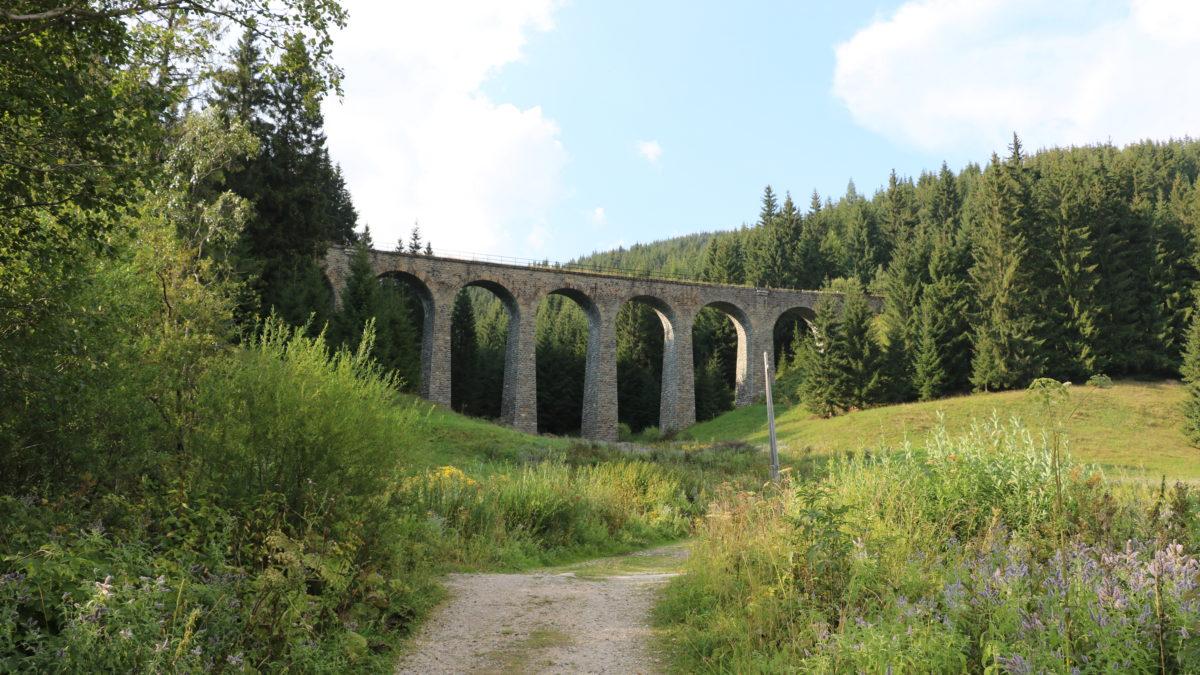 Chmarošský viadukt: absolvuj vlakem, pěšky nebo autem